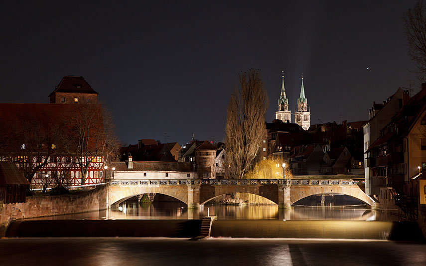 bridge in nuremberg at night
